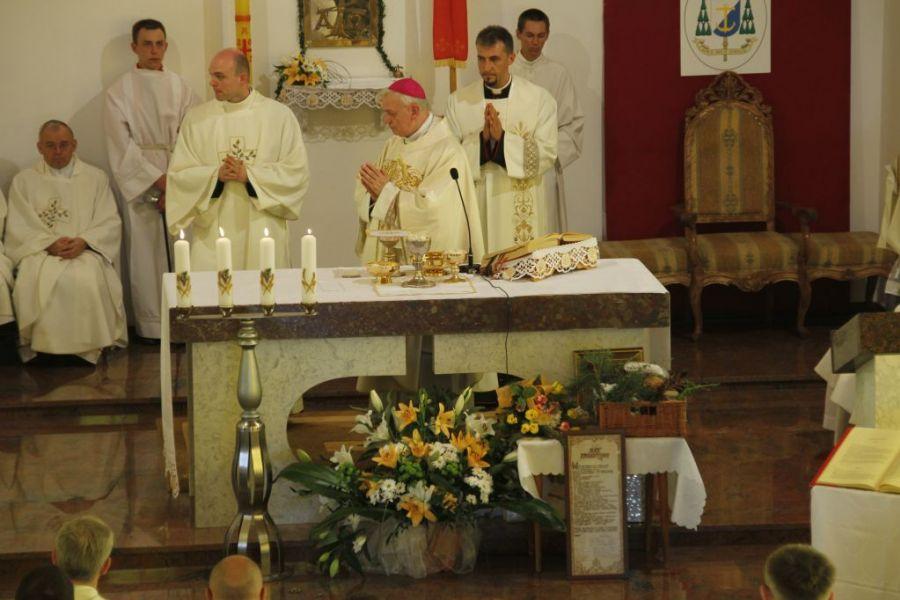 KL Daniel w Lesnie - Oltarz 2012 06